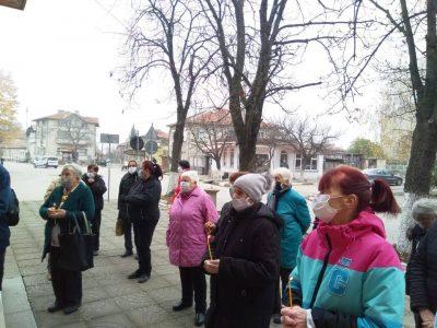 В навечерието на Никулден кметове раздадоха 120 кг риба в Първенец