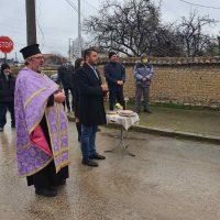 """Улица """"Римски мост"""" в село Крумово вече ще има асфалт, кметът Павел Михайлов постави началото на ремонта"""
