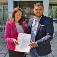 """Кметът на """"Родопи"""" подписа договор за изграждане на детски площадки в две села"""
