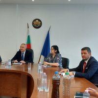 """Обсъждат три варианта за решаване на проблема с водата в Брестовица,кметът на """"Родопи"""" ще настоява държавата да осигури средства за асфалтиране на улиците след ВиК ремонта"""