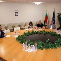 Кметът Павел Михайлов поиска окончателно решение на проблема с кариерите в Белащица на среща в МЕ