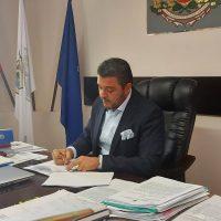 В Устина започва строителството на канализацията,  кметът Павел Михайлов подписа договора с фирмата-изпълнител